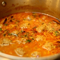 Kola Urundai Kuzhambu / South Indian Meatball Curry