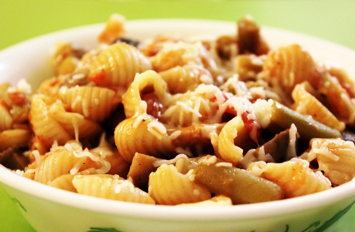 Pasta Shells and Vegetables In Tangy Tomato Sauce
