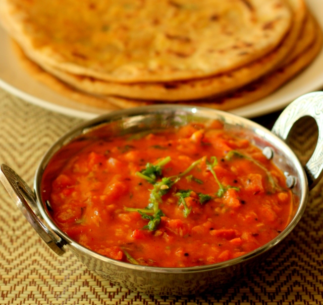 tomato-chutney-with-besan-side-for-rotis-parathas