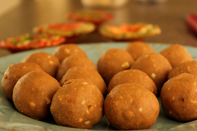 Atta Laddu | Wheat Flour laddoos for Diwali