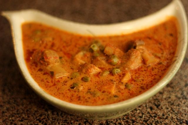 matar-khumb-masala-peas-mushroom-curry