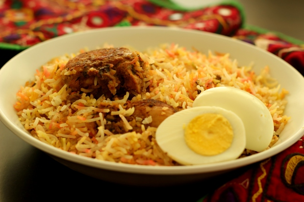 hyderabadi-chicken-biryani-dum-cooked-kacchi-style